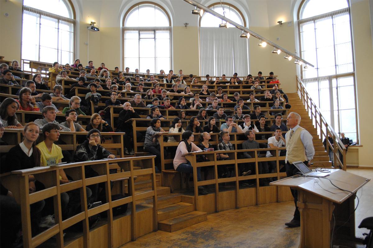 Эффективные сервисы профессиональной и социально-бытовой поддержки международных специалистов различных категорий в СПбПУ