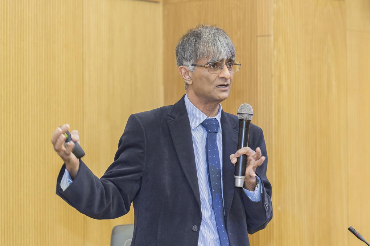 Профессор Кембриджского университета сэр Гарри Бхадешиа прочитал лекцию в Политехе